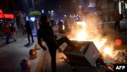 Антиправительственные выступления в районе Кадикой в Стамбуле. 25 декабря 2013 года.