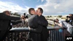 Илустрација: Првиот геј брак во Франција.