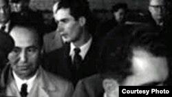 ابراهیم مدرسی (چپ) به هنگام سفر ریچارد نیکسون(راست) به تهران در سال ۳۲