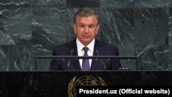 Өзбекстан президенті Шавкат Мирзияев БҰҰ Бас Ассамблеясының 72-сессиясында сөйлеп тұр. Нью-Йорк, 19 қыркүйек 2017 жыл.