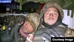 Боєць «Дім-Дім» (праворуч) з побратимом в Донецькому аеропорту