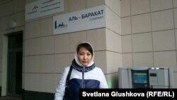 Дольщик Салима Байдаулетова у офиса «АльБаракат Компани». Астана, 22 октября 2015 года.