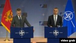 Генеральний секретар НАТО Єнс Столтенберґ і міністр закордонних справ Чорногорії Ігор Луксіч, Брюссель, 2 грудня 2015 року