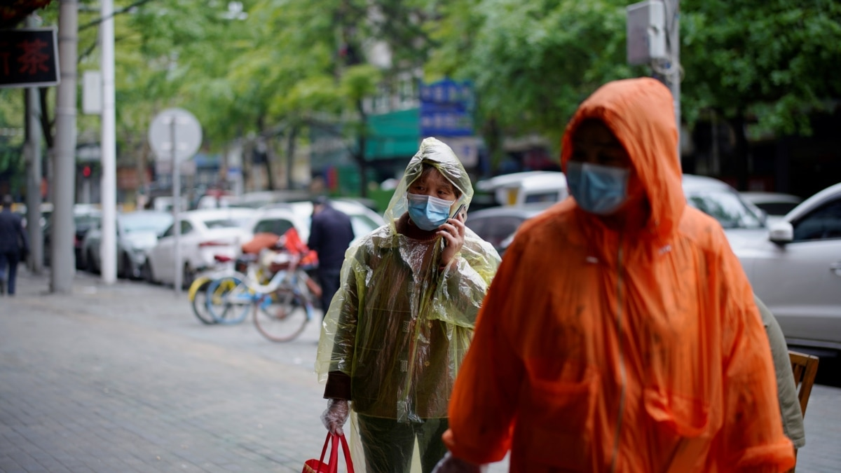 Ухань выходит из карантина. В другой китайский город коронавирус импортируют из России