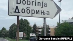 Kroz naselje Dobrinja prolazi međuentitetska linija razgraničenja