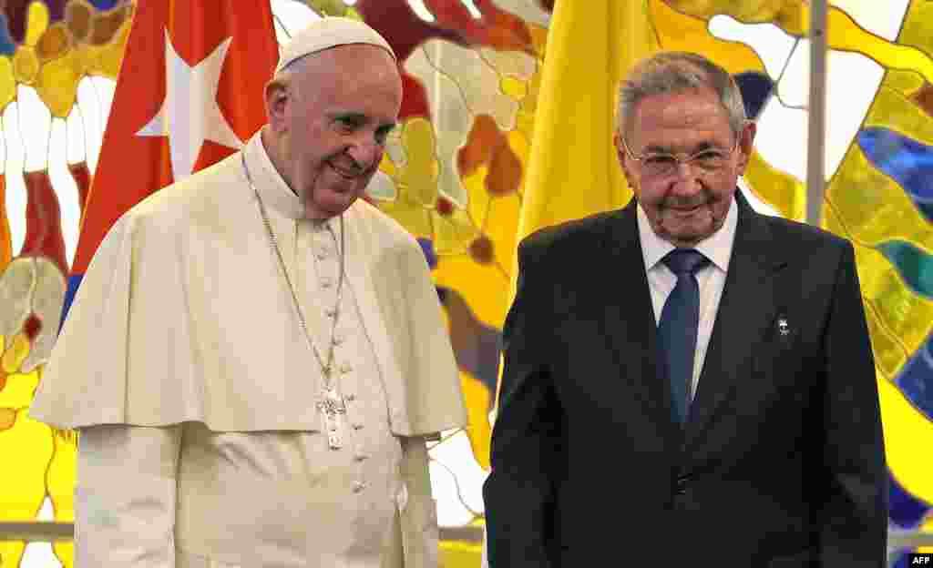 Встреча папы Франциска и патриарха Кирилла пройдет в Гаване. У нынешнего кубинского лидера Рауля Кастро неплохие отношения как с католической церковью...