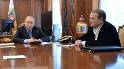 Компанії, які мають преференції на експорт пального для АЗС, перебувають у власності друзів кума Володимира Путіна і Віктора Медведчука (на фото він праворуч), з'ясувала програма «Схеми: корупція в деталях»