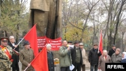 Kazakh communists rally to mark the anniversary of the October Revolution near a monument to Vladimir Lenin in Almaty (file photo).