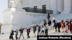حضور فعالان مهاجرت در مقابل دیوان عالی آمریکا