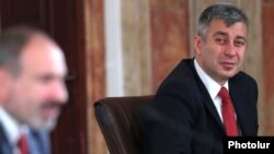 Armenia -- Vladimir Karapetian (R), the spokesman for Prime Minister Nikol Pashinian, looks on as the latter speaks at a news conference in Yerevan, March 19, 2019.