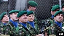Soldaţi portughezi din Misiunea NATO de menţinere a păcii în Kosovo, Priştina