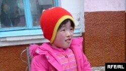 Девятилетняя Назерке Исакулова. Ленгер, Толебийский район Южно-Казахстанской области. 2 марта 2010 года.