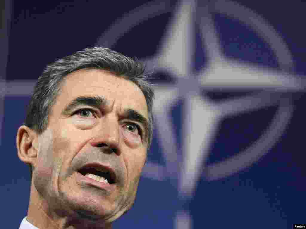 Пресс-служба президента КР подтвердила, что Атамбаев получил приглашение от имени генерального секретаря НАТО Андерса Фога Расмуссена на саммит НАТО в Чикаго.
