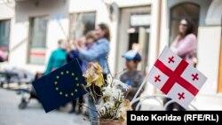 Опрос NDI подтвердил тенденции последних лет: подавляющее большинство опрошенных – 80% – за интеграцию Грузии в европейские структуры.