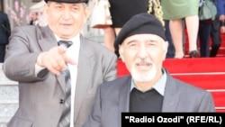 Бозор Собир ҳамроҳи Гулназар Келдӣ
