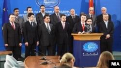 Премиерот Никола Груевски и владините министри на прес конференција