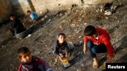 Дети курдских беженцев из Кобани в Турции. Иллюстртативное фото.