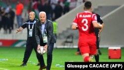 برند اشتانگه، در دیدار تیم ملی سوریه در مقابل فلسطین در چارچوب جام ملتهای آسیا در دی ماه ۹۷