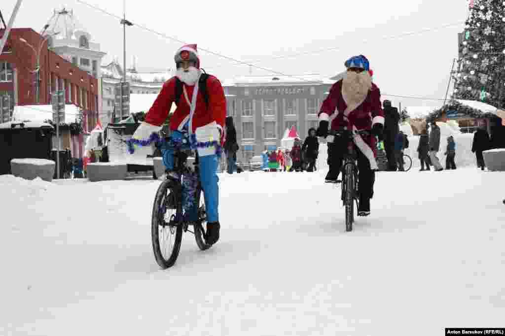 Алексей Куницин рассказал, что «подвижки, хоть медленные, но есть». В сентябре власти города приняли программу комплексного развития транспортной инфраструктуры до 2030 года, где есть специальный раздел, посвященный велосипедистам. Активисты выступили консультантами при создании программы, в которой предусмотрен план создания на улицах обособленных участков для движения велосипедов.
