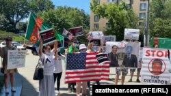 Акция протеста граждан Туркменистана в Вашингтоне, 29 июля, 2020