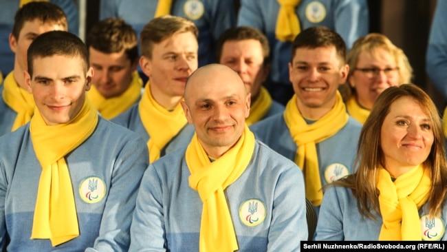 Віталій Лук'яненко (у центрі)