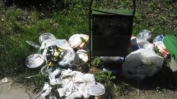 Deșeuri într-un parc la Chișinău