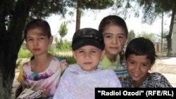 8-летняя Сарвиноз Мусобирова лишилась обеих рук
