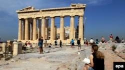 Туристлар Акрополиста Пантенонны карый, Греция