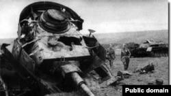 Подбитый танк Pz. IV. Курская дуга, июль 1943 года