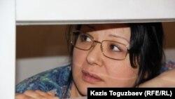 """Гузяль Байдалинова, собственник и редактор оппозиционного сайта Nakanune.kz, обвиняемая в """"распространении заведомо ложной информации"""" в статьях о Казкоммерцбанке. Алматы, 13 мая 2016 года."""