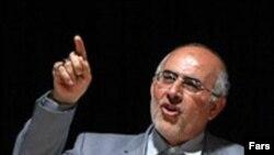 وزير كشور ايران مى گويد، درخواستى براى صدور مجوز دفتر شوراى ايرانى – آمريكايى نرسيده است.(عکس: فارس)