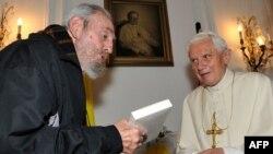 Фидель Кастро с папой римским, март 2012 года
