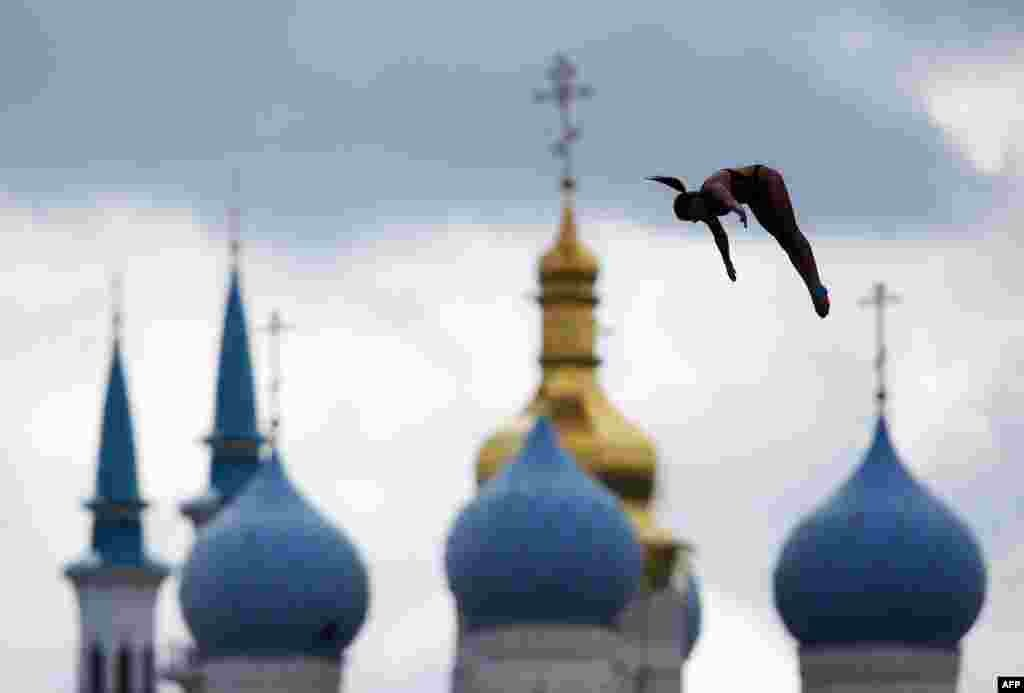 Belarus's Yana Nestsiarava competes in front of the Blagoveshchensk cathedral and the Kul-Sharif mosque to place third during the women's 20-meter high-diving final at the 16th FINA World Championships in Kazan, Russia. (AFP/Roman Kruchinin)