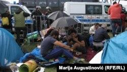 Migrantët në kufirin ndërmjet Koracisë dhe Sllovenisë