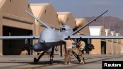 Ілюстраційне фото: військові США готують до вильоту бойовий безпілотник MQ-9 Reaper на авіабазі в Кандагарі, південь Афганістану