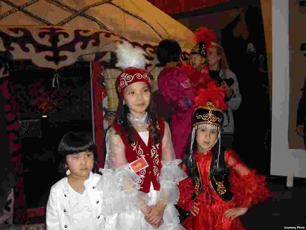 Парижде кыргыздардын курултайы өттү - Кыргыздын татынакай кыздар...