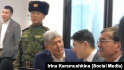 Алмазбек Атамбаев в зале суда. Архивное фото.