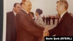 """Romania, Vizita lui Todor Jivkov. Cei doi aveau o relație de prietenie specială (așa se explică și semilegalitatea antenelor """"de bulgari"""" cu care erau prinse atât de pasionantele și neînțelesele programe ale televiziunii bulgare). (Obiect de licitație Artmark)"""