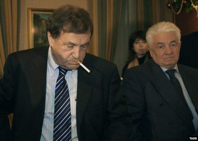 Василий Аксенов (слева) и Владимир Войнович