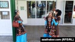 Turkmenistan -- Turkmen dancers in costumes in Ashgabat. October 15, 2013