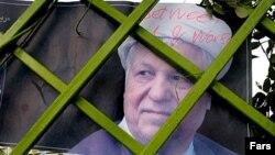 Уличный баннер с изображением бывшего президента Ирана Акбара Хашеми Рафсанджани. Тегеран, 2005 год.