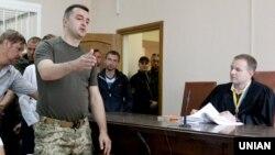 Військовий прокурор сил АТО Костянтин Кулик (у камуфляжній формі) під час засідання суду, в Києві, 4 липня 2016 року