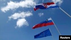 Granična crta na kopnu i moru između dvije države, pitanje je koje još od raspada socijalističke Jugoslavije opterećuje odnose dviju zemalja