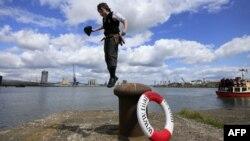 Karl Grant, 11 vjeç, nga Belfasti, në ceremoninë e 100 vjetorit të Titanikut...