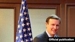 Senator Kris Mörfi (Chris Murphy)