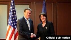 Senator Chris Murphy meeting Kosovo President Atifete Jahjaga in Prishtina.