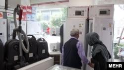 محمدرضا فریوری، عضو هیأت مدیره انجمن لوازم خانگی ایران، میگوید «قاچاق کالا در حال حاضر بسیار با صرفهتر» از تولید این لوازم است.