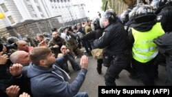 დაპირისპირება საპროტესტო აქციის მონაწილეებსა და პოლიციელებს შორის, კიევი, 2017 წლის 17 ოქტომბერი