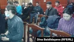"""Участники дискуссии после кинопоказа фильма """"Бакенбарды"""". Алматы, 19 января 2014 года."""