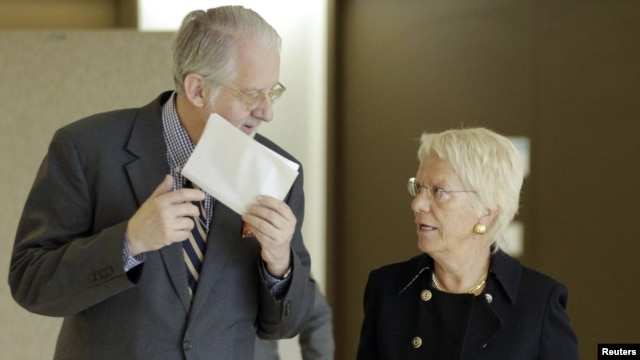Chairman of the Commission of Inquiry on Syria Paulo Pinheiro arrives with commission member Carla del Ponte for a news conference in Geneva on October 25.